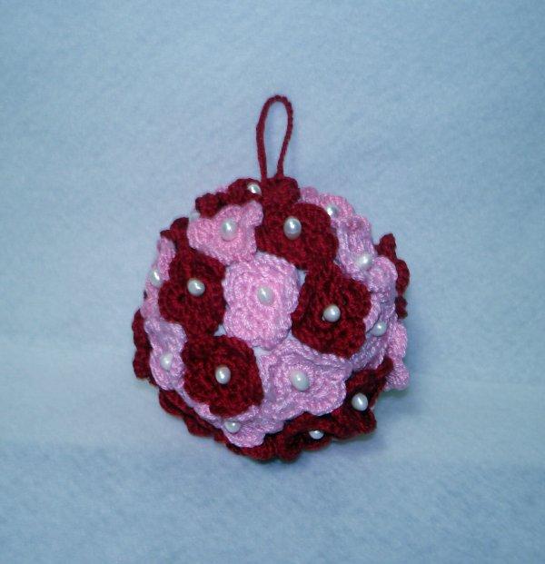 ... di polistirolo ricoperta con fiori all'uncinetto - diametro cm 80 mm